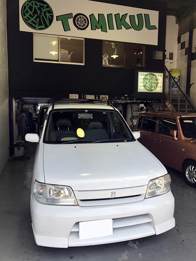 日産キューブ鈑金塗装からの車検ご入庫|大阪・東大阪・八尾トミクル
