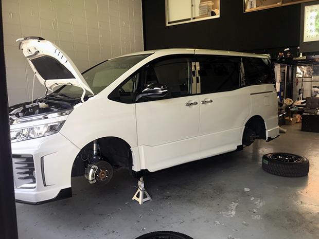 初めてのトミクル車検 トヨタ ヴォクシー