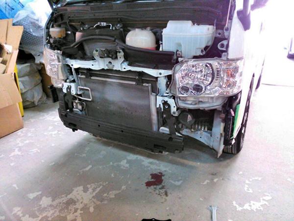 トヨタハイエース 車修理!板金塗装 事故修理